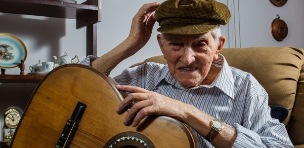26fev2014---morre-aos-99-anos-ernesto-paulelli-o-arnesto-do-samba-de-adoniran-barbosa-1393448514598_615x300